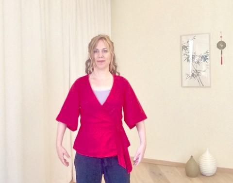 Anfang und Abschluss: aufrecht sitzen oder stehen