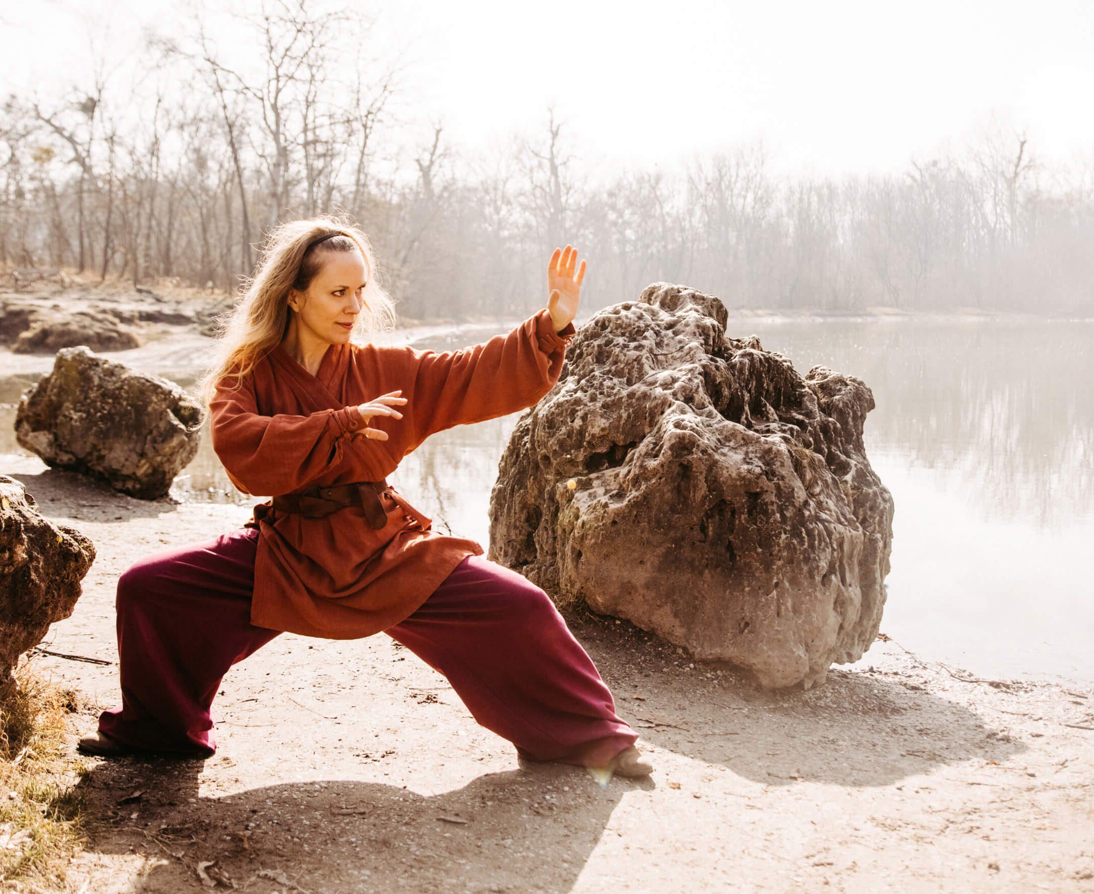 Die Reiterhaltung des Qigong stärkt die Basis