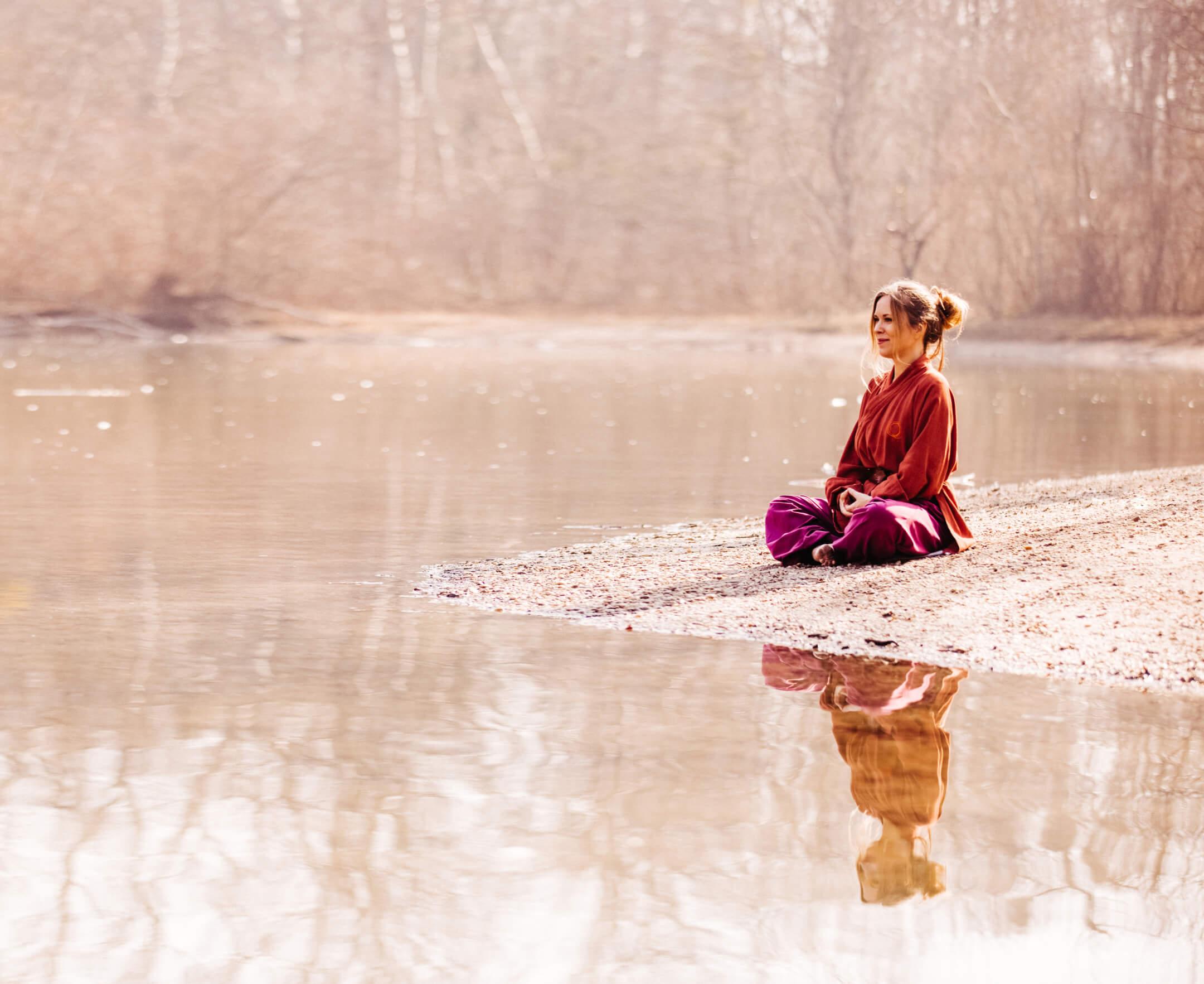 Am See meditieren mit Qigong